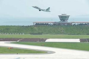 wonsan-runway-soldiers-2015-7-30
